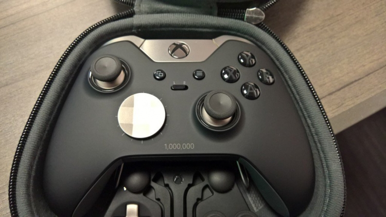 Microsoft выпустила миллион контроллеров Xbox Elite