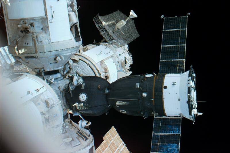 Корабль типа «Союз ТМ», пристыкованный к станции «Мир». En.wikipedia.org
