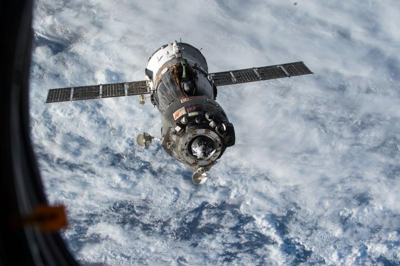 «Союз ТМА-15» отстыковался от МКС. Фото NASA