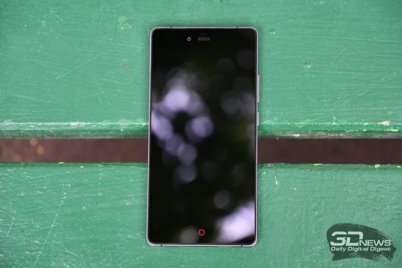 ZTE Z9 Max, лицевая панель: над дисплеем находятся разговорный динамик, датчик освещенности и объектив фронтальной камеры, под дисплеем – три сенсорные клавиши
