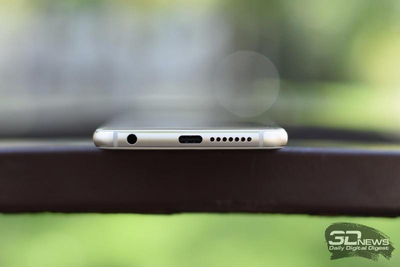 Honor 8, нижняя грань: миниджек (3,5 мм) для наушников/гарнитуры, разговорный микрофон, порт USB Type-C, динамик