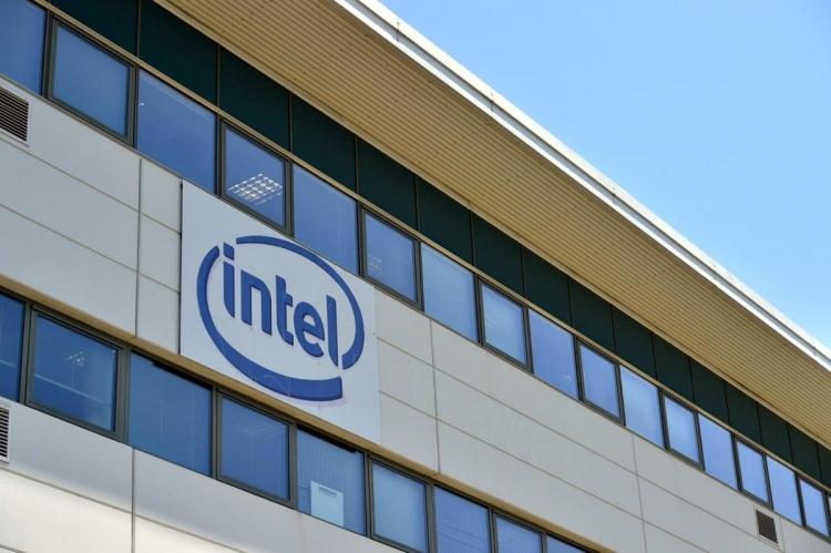 """Intel выделила Intel Security в отдельную компанию McAfee, продав 51 % её акций"""""""
