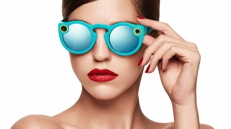 Создатели Snapchat представили фирменные очки свидеокамерой