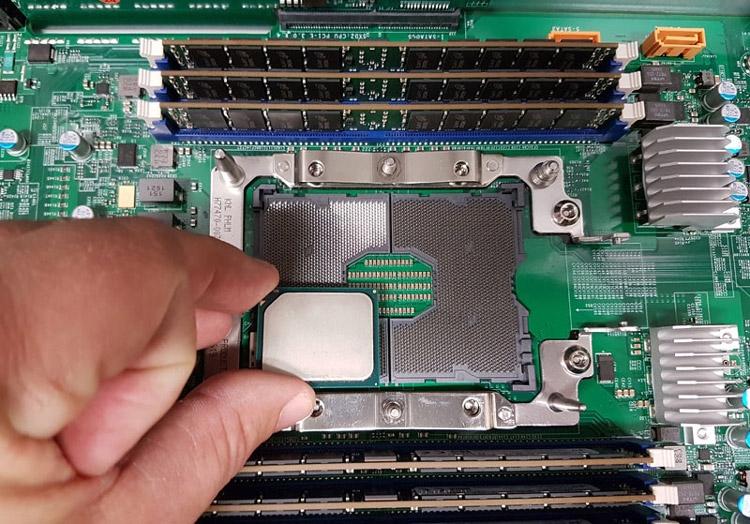 Xeon D (Broadwell-DE) почти вчетверо меньше гнезда LGA3647