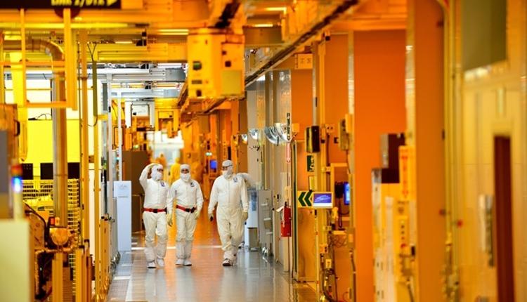 Аналитики: Intel должна попытаться выпускать чипы для NVIDIA и Apple