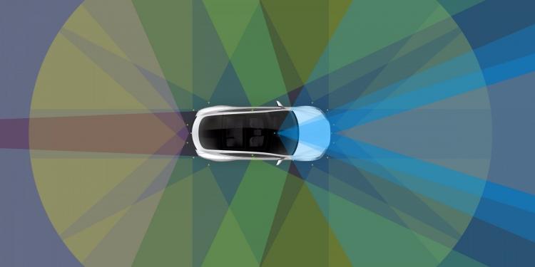 Автомобиль Tesla самостоятельно отвозит хозяина на работу и производит парковку