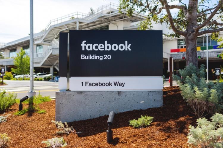 В Facebook начнут появляться более откровенные материалы