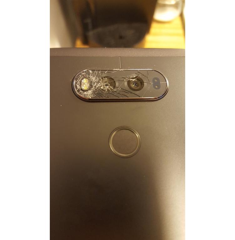 Владельцы V20 сообщают о дефектном стекле камеры