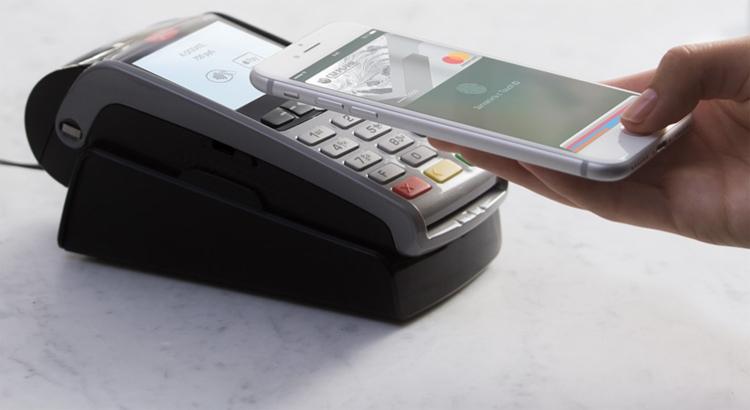 Десять российских банков теперь поддерживают Apple Pay