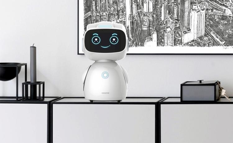 Omate Yumi: домашний робот с голосовым помощником Amazon Alexa