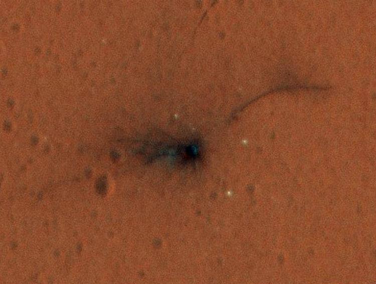 Опубликован цветной снимок места падения модуля Скиапарелли на Марсе