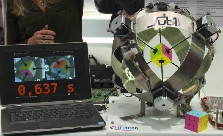 Компьютер собрал кубик Рубика за рекордные 0,637 секунды