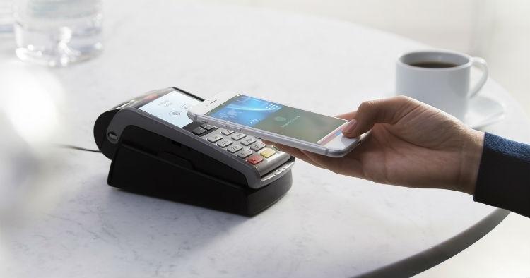 """Держателям карт Visa в России стал доступен сервис Apple Pay"""""""