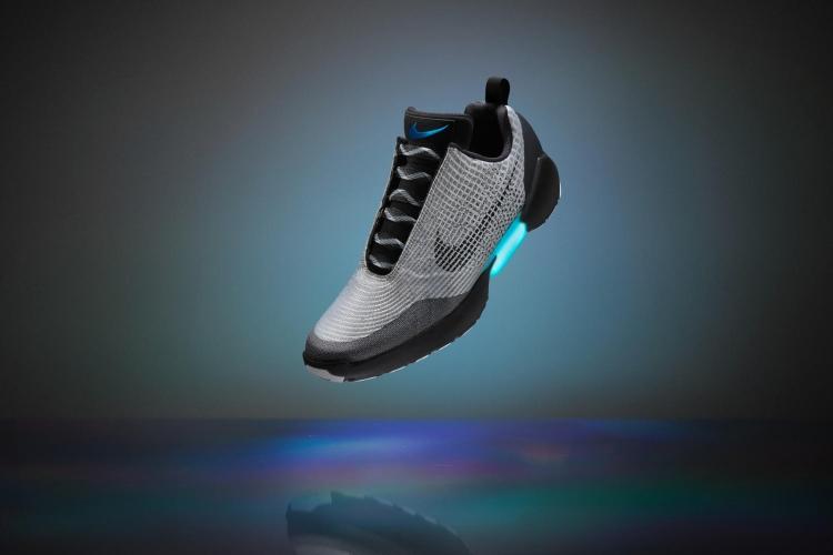 Самозашнуровывающиеся кроссовки Nike обойдутся в $720