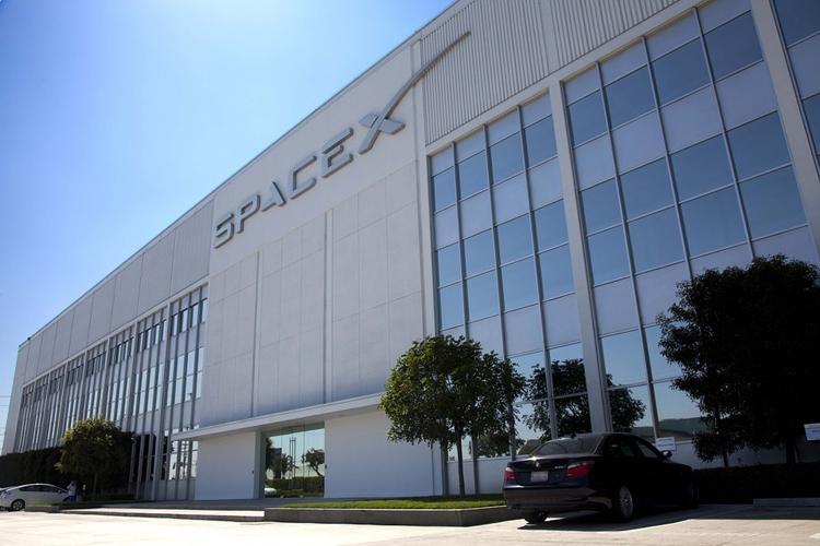 SpaceX просит разрешение на запуск тысяч интернет-спутников