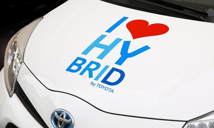 Toyota приступает к разработке электромобилей