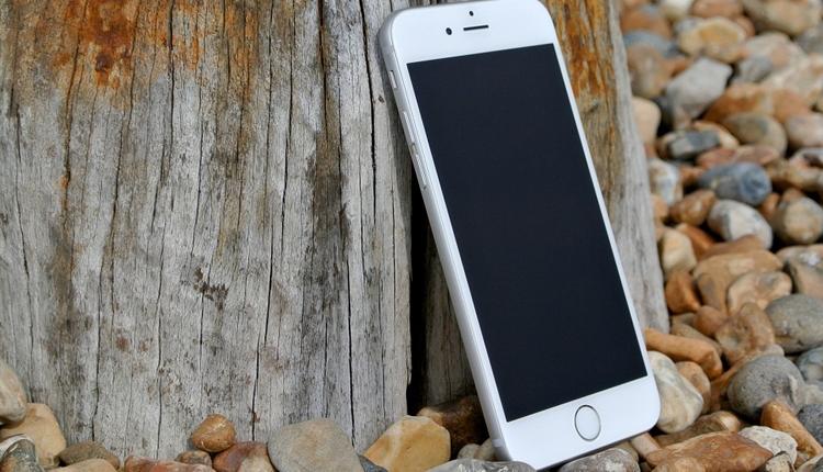Продажи смартфонов Apple и Samsung сокращаются
