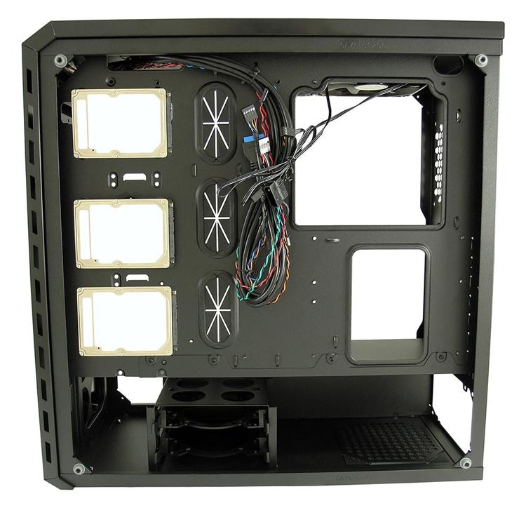 Корпуса LC Power Gaming 986 Series получили боковые панели из закалённого стекла