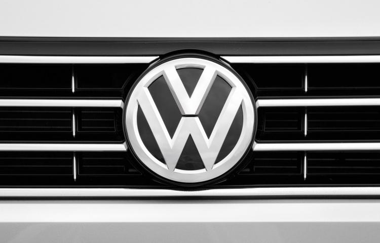 Volkswagen может начать строительство завода для выпуска аккумуляторов