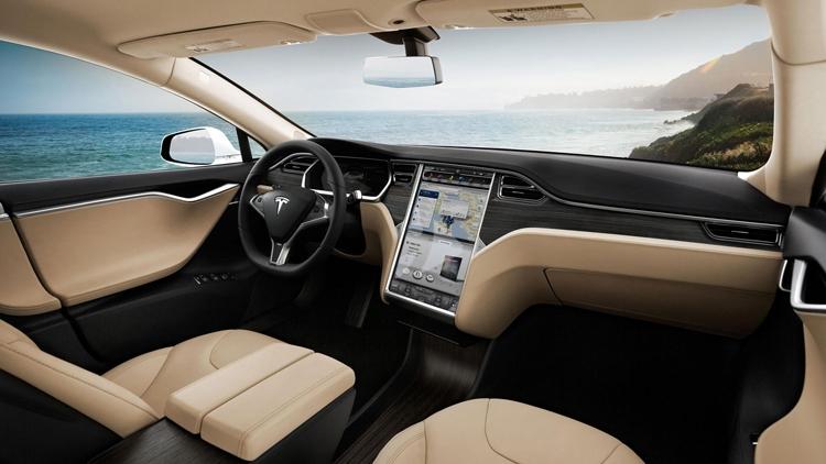 Видео дня: окружающий мир глазами автопилота Tesla