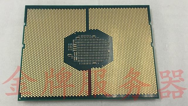 Расположение контактов на «брюшке» CPU почти зеркальное