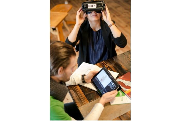 Samsung анонсировала образовательный проект VR Eduthon