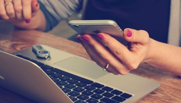 Большинство учащихся не видят разницы между рекламными и настоящими новостями