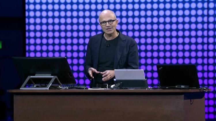 Глава Microsoft отрицает уход с рынка мобильных устройств