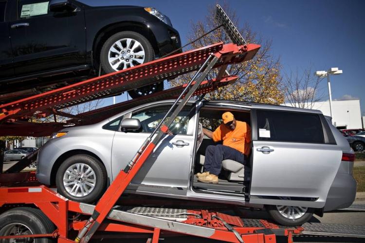Toyota отзывает 833 тыс. минивэнов по всему миру из-за неисправных дверей