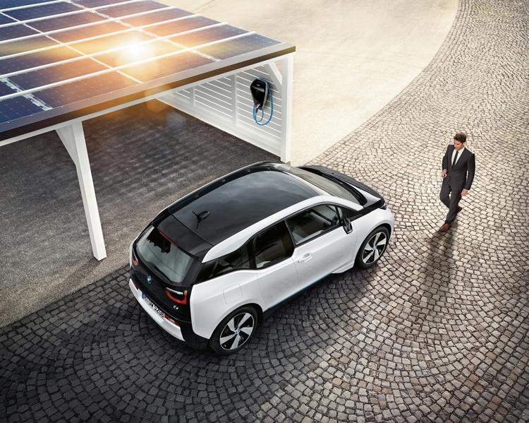 BMW Digital Charging Service: платформа интеллектуальной подзарядки электрокаров