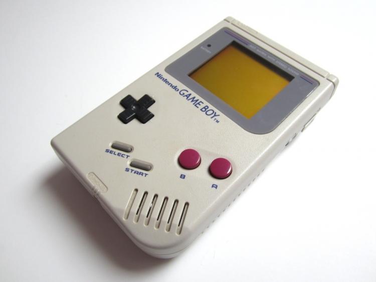Создана полнофункциональная мини-версия консоли Game Boy в виде брелока