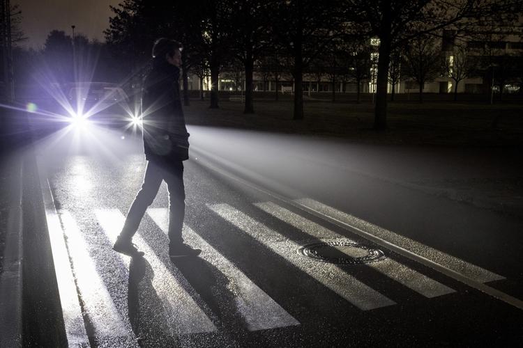 """«Умные» фары Mercedes Digital Light отобразят проекционную картинку на дороге"""""""