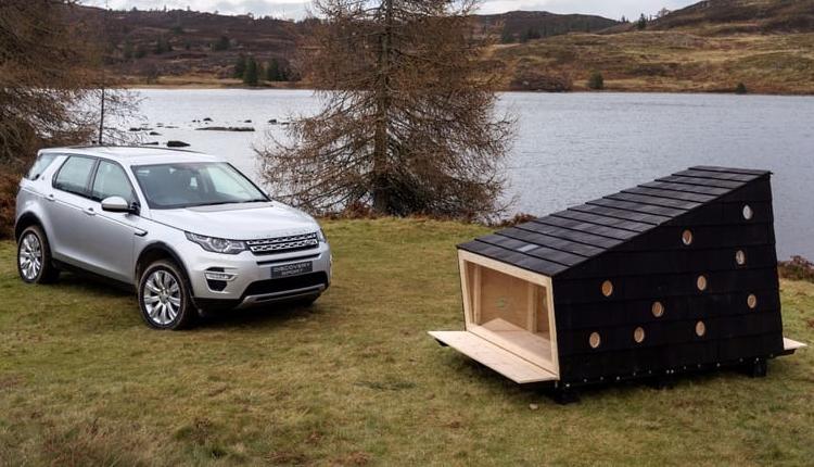 Jaguar Land Rover поместила деревянный домик для двоих в кроссовер Discovery Sport