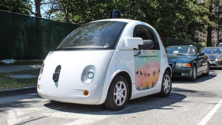 Google переформатирует проект посозданию беспилотного автомобиля вкомпанию Waymo