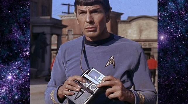 Оригинальный трикодер в руках доктора Спока