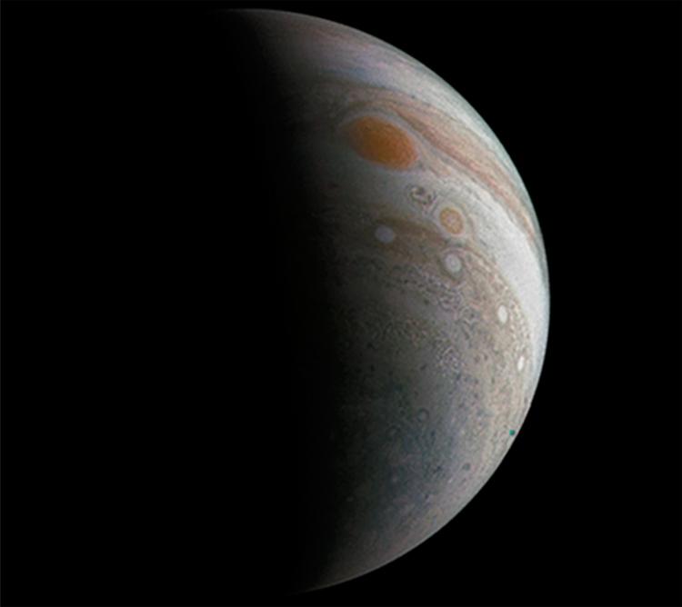 Фото дня: полумесяц Юпитера с Большим красным пятном