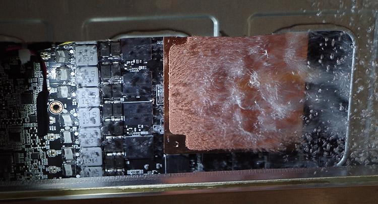 На кристаллах CPU и GPU установлены медные пластины