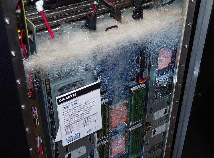 Погружное охлаждение - 3M и Gigabyte