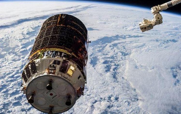 японский корабль смог убрать космический мусор орбиты земли