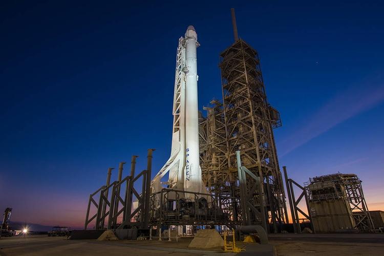 Смыса Канаверал для доставки груза наМКС стартовала ракета Falcon 9