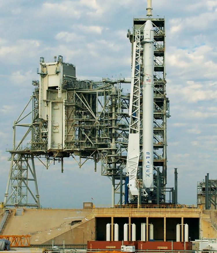 SpaceX впоследний момент отменила запуск корабля Dragon кМКС