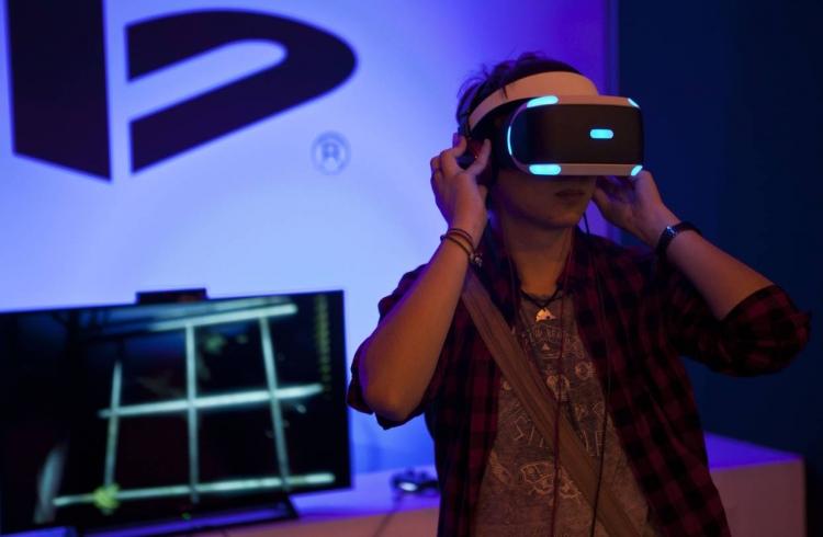 """Рынку VR-устройств предсказали рост в 6 раз"""""""