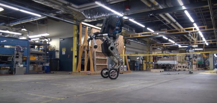 "Boston Dynamics официально представила робота на колёсах Handle"""