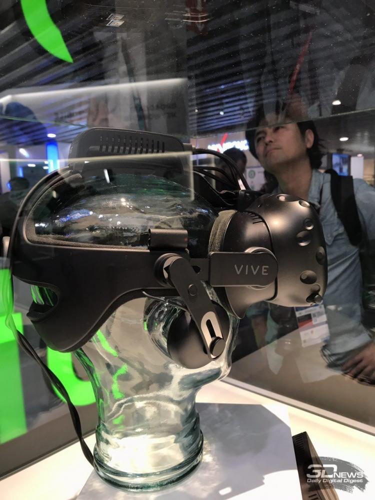 "MWC 2017: два новых фирменных аксессуара для VR-шлема HTC Vive"""