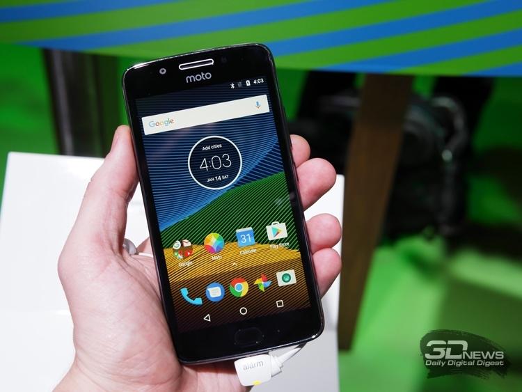 Lenovo обновит легендарную «раскладушку» Motorola Razr— Мода наретро