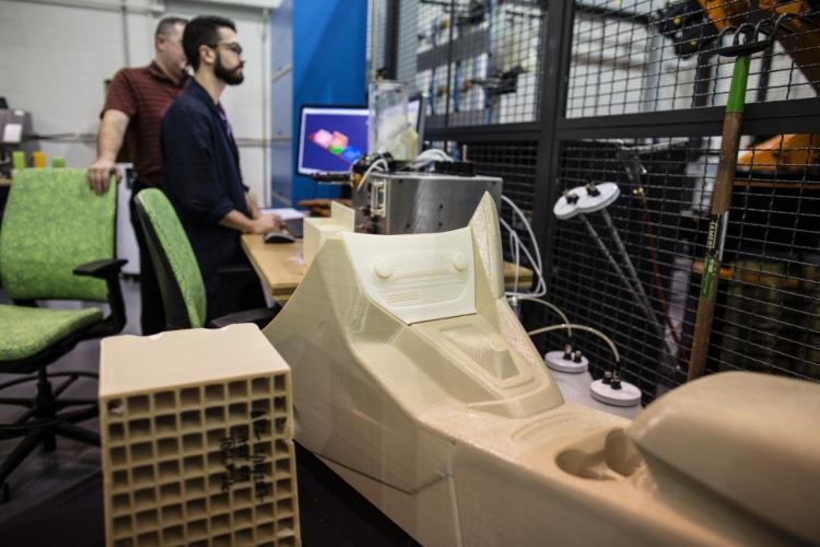 Форд  продемонстрировал  тестирования  3D-принтера для серийного производства