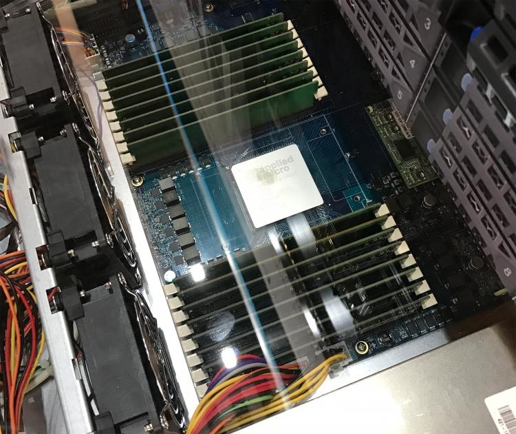 Сервер Kontron на базе X-Gene 3: 16 модулей памяти DDR4