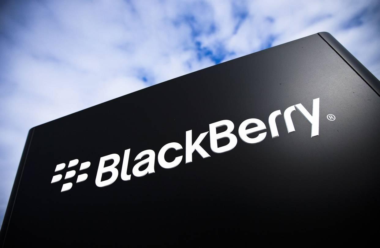 рынке появятся планшеты носимые медицинские устройства брендом blackberry