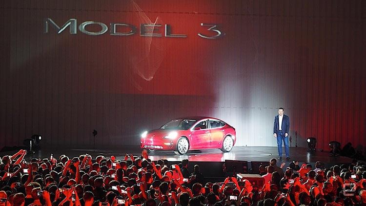 Tesla передала покупателям 30 первых электрокаров Model 3