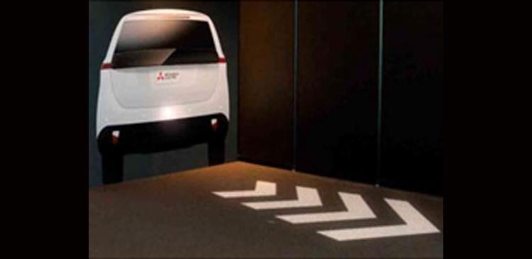 Mitsubishi повысит безопасность движения за счёт проекций на дороге